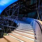 L'escalier des bâtisseurs et un aperçu de l'inscription des noms des donateurs